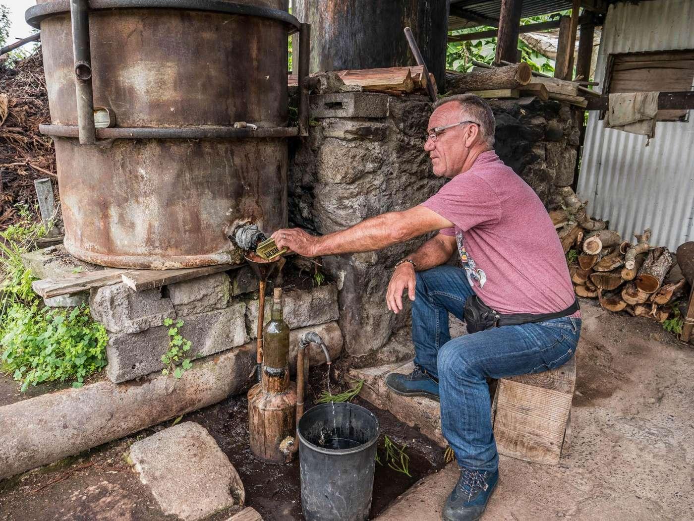 Jean-yves begues - portrait d'un distillateur historique de la route du maïdo 974