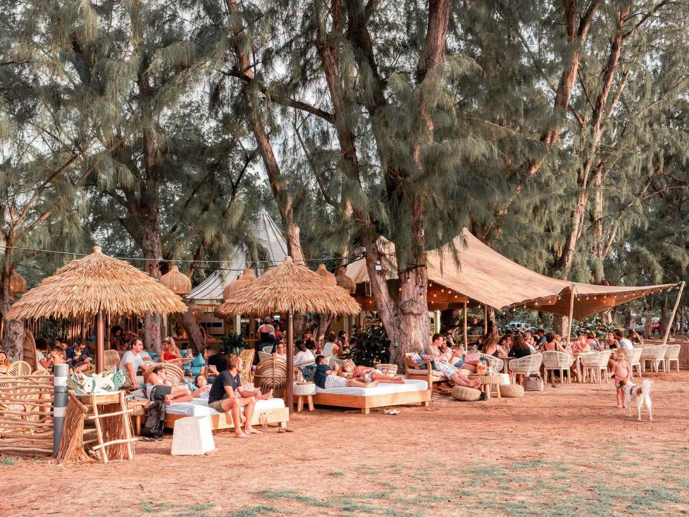 Les balançoires, le nouveau bar-restaurant les pieds dans l'eau de l'hermitage 974