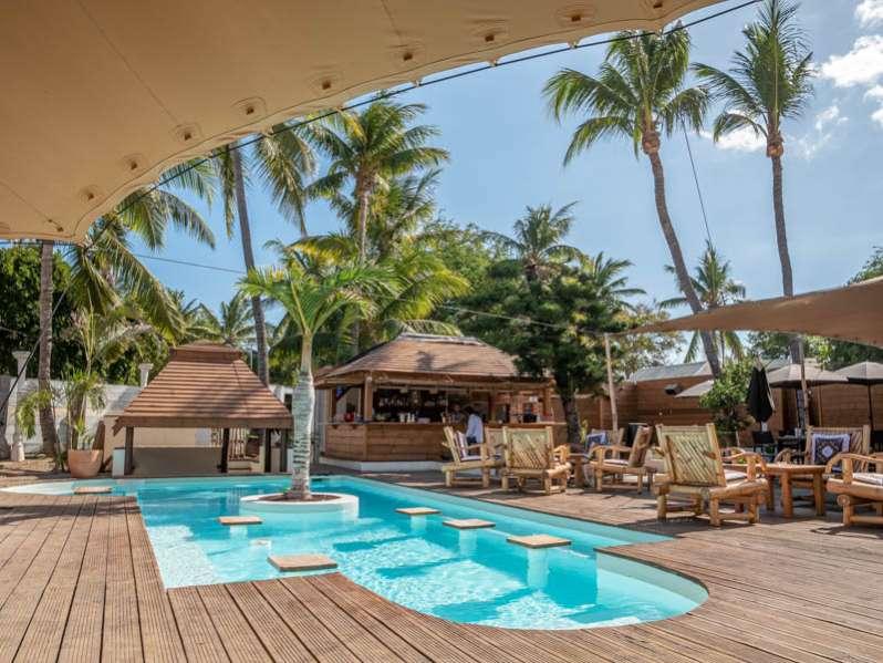 l'ipanema café à l'hermitage : un restaurant avec piscine chauffée 974