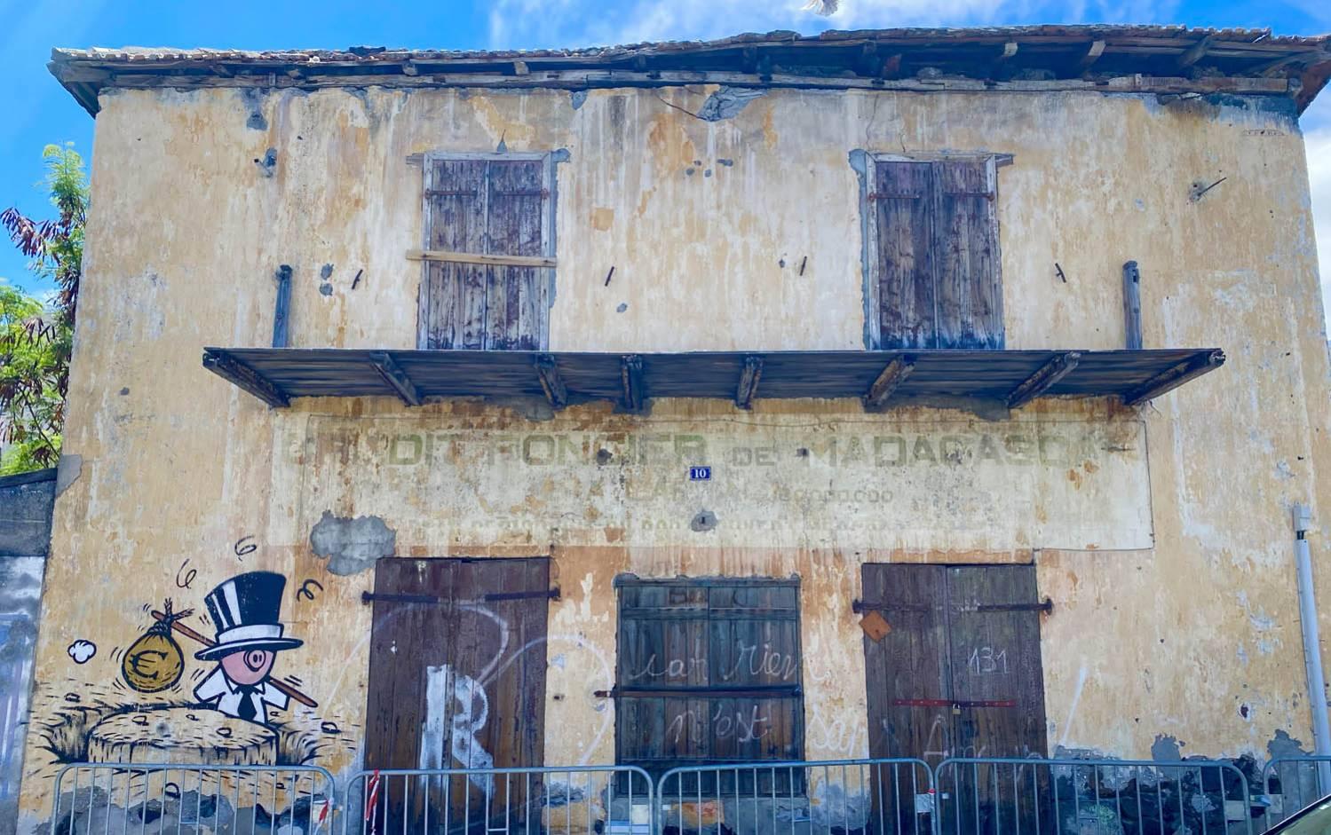 ANCIEN BATIMENT DU CREDIT FONCIER DE MADAGASCAR PORT REUNION 974