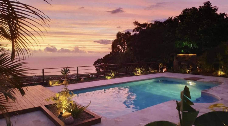 coucher de soleil depuis la piscine de la villa eden, location saisonniere ile de la reunion 974