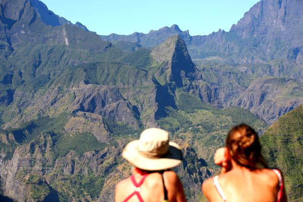 Le point de vue sur le cirque de Mafate depuis Cap Noir ile de La Réunion 974