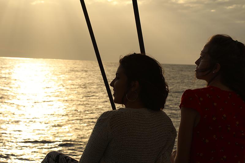 balade en catamaran au coucher du soleil à l'ile de La Réunion 974