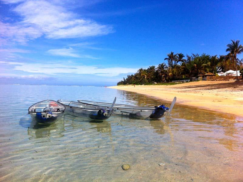 Kayak transparent au bord du lagon de la saline-les-bains ile de La Réunion 974