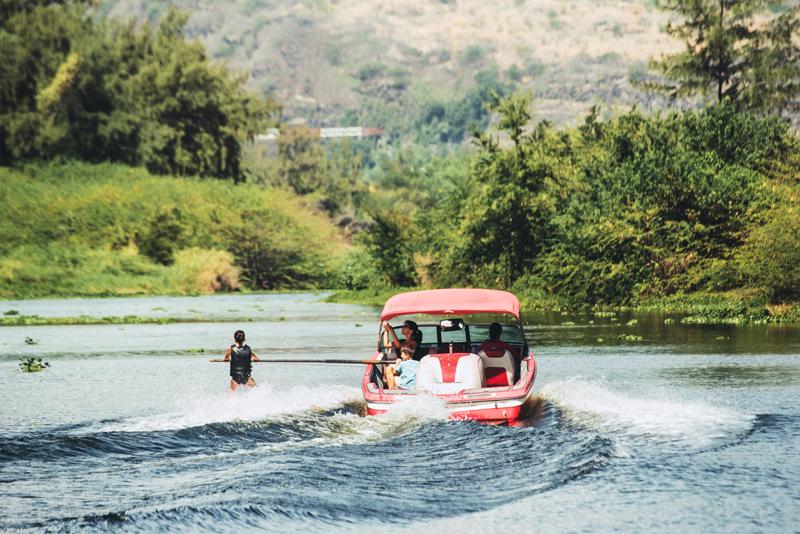 faire du ski nautique à l'ile de La Réunion 974