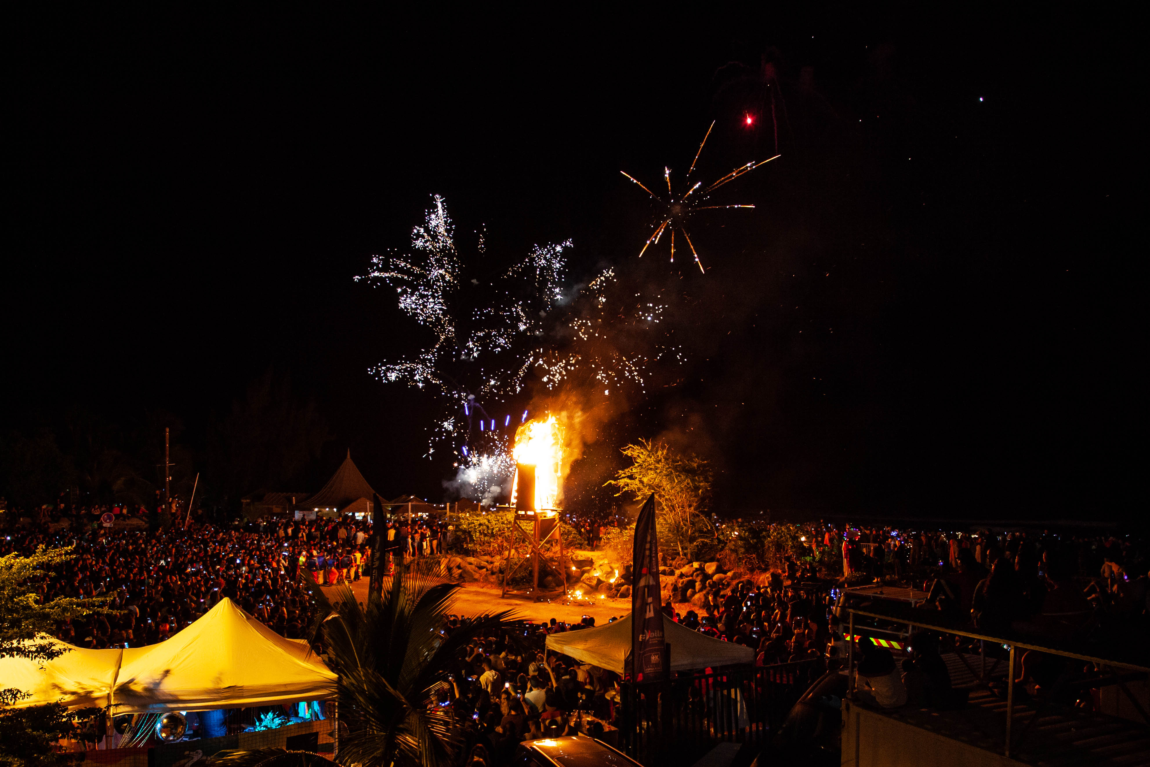 Feu d'artifice pour Grand Boucan le carnaval de La Réunion à Saint-Gilles