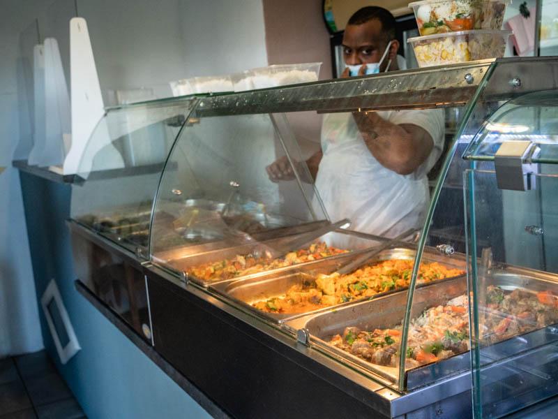 les plats réunionnais proposés par le restaurant les oliviers à La Possession à l'ile de La Réunion