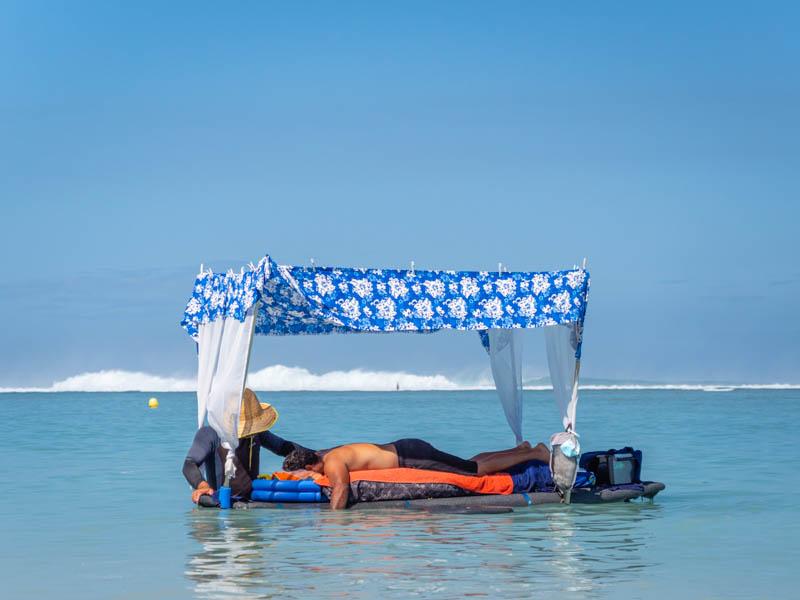 massage sur l'eau dans le lagon à l'ile de la réunion