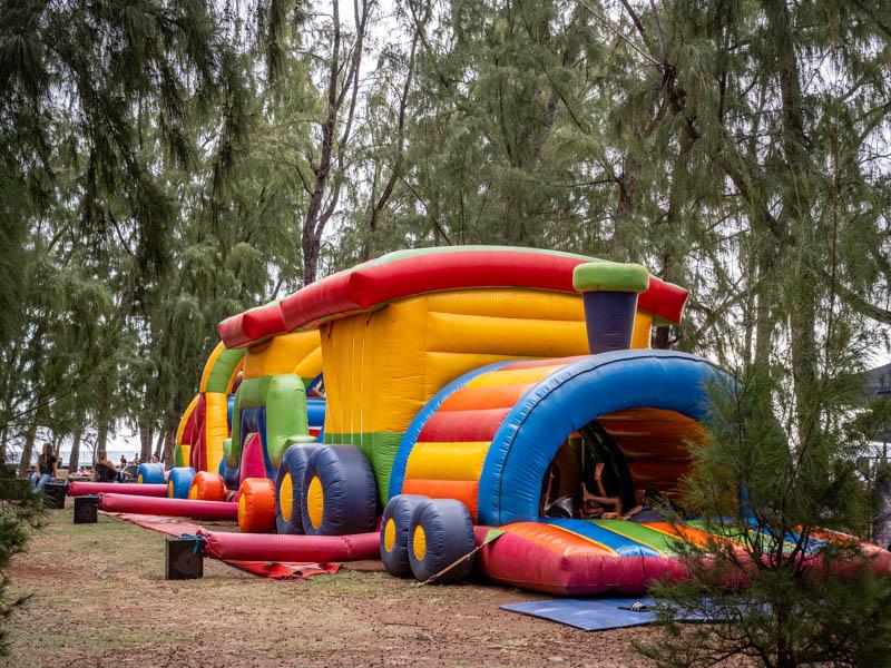 jeux gonflables sur le front de mer de stleu à l'ile de La Réunion