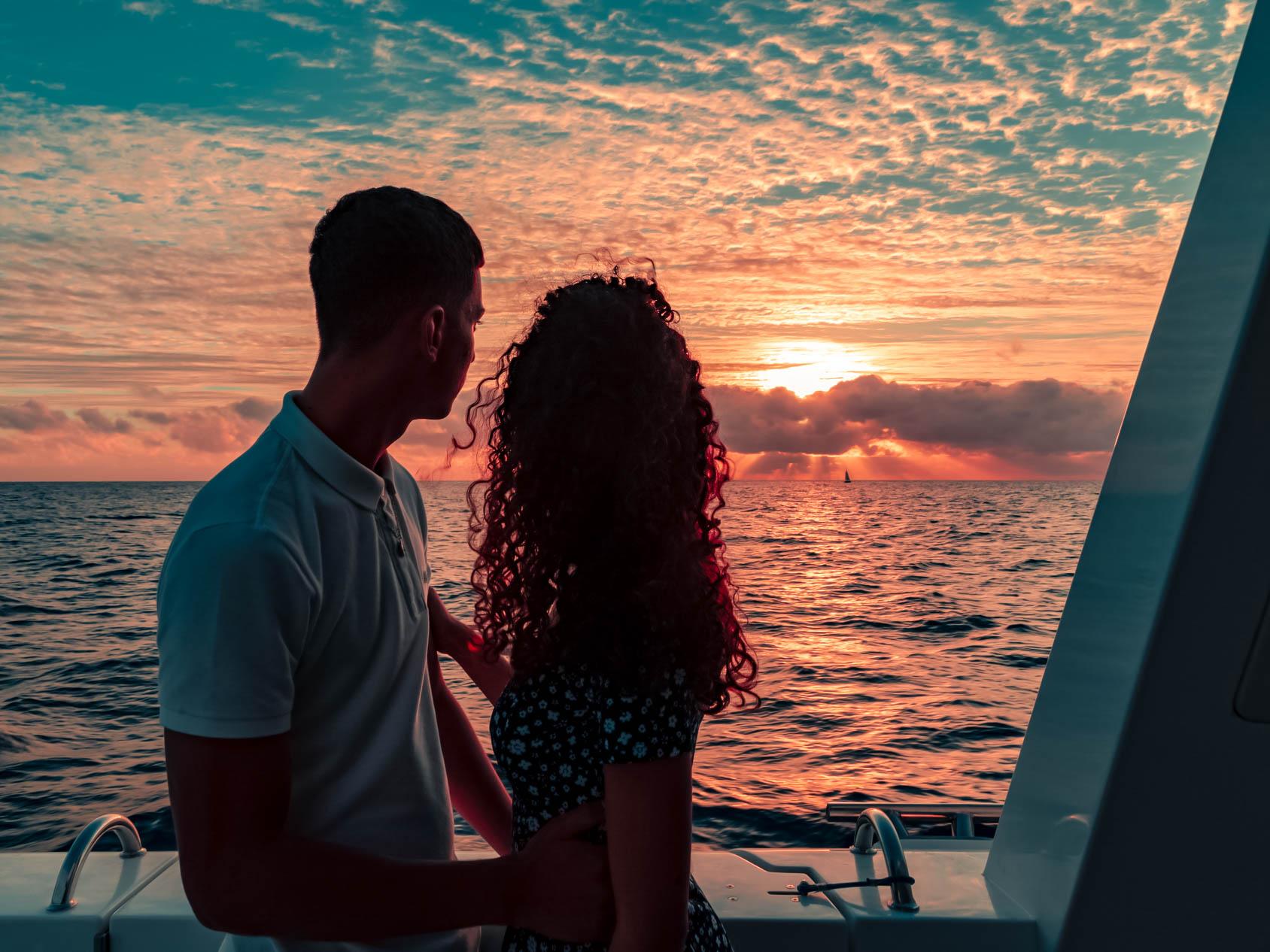 sortie au coucher de soleil sur le catamaran le Maloya ile de La Réunion