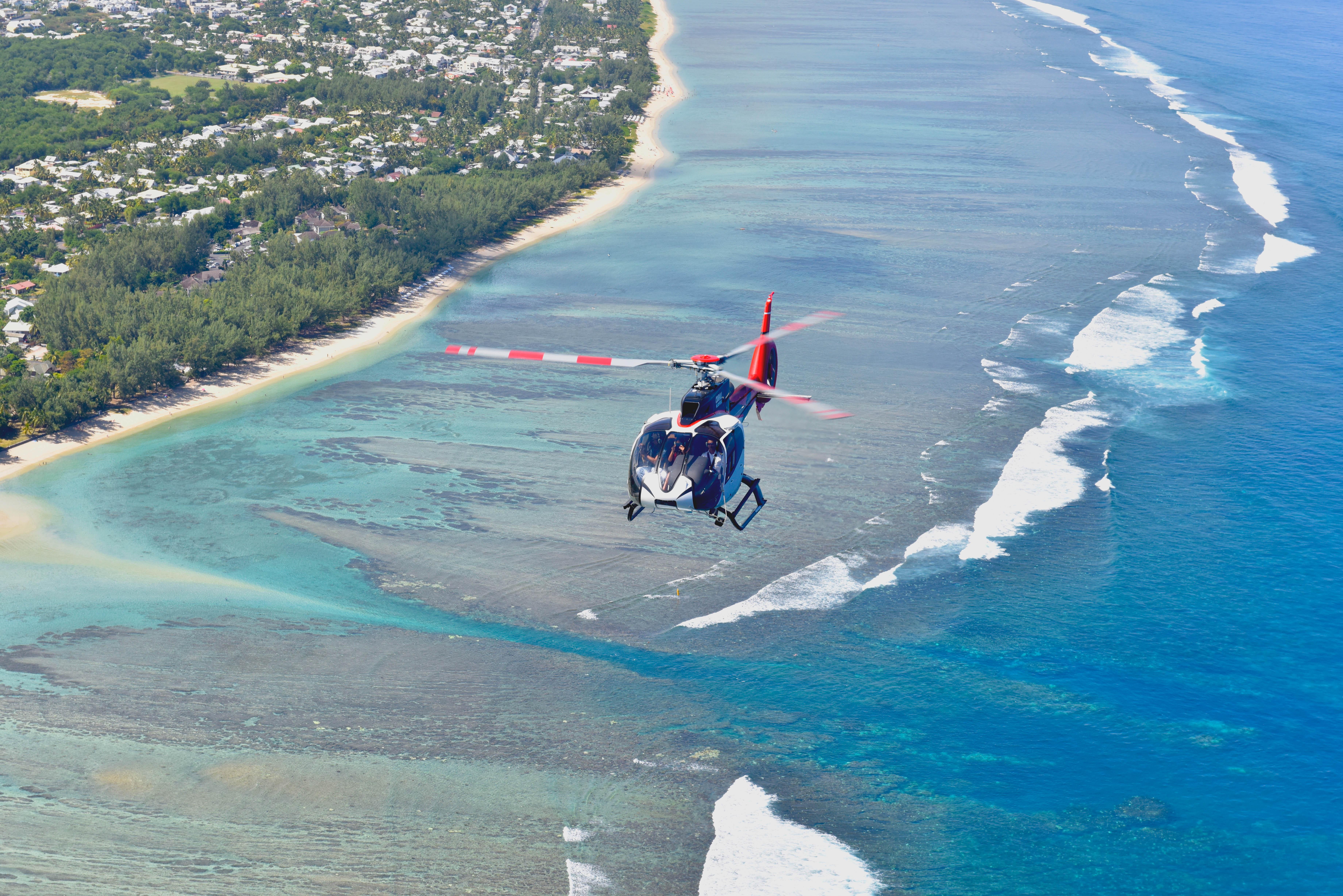 survol du lagon en hélicoptère à l'ile de La Réunion