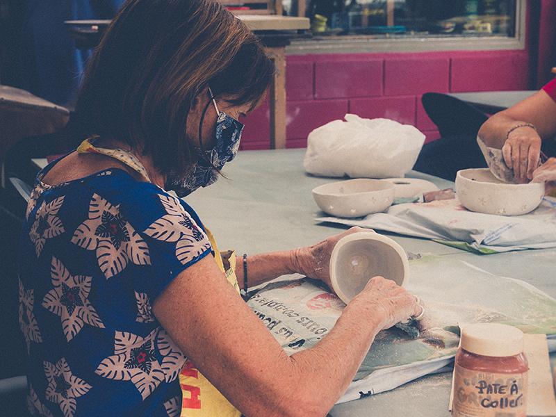 cours de poterie au village artisanal de l'éperon ile de la réunion 974