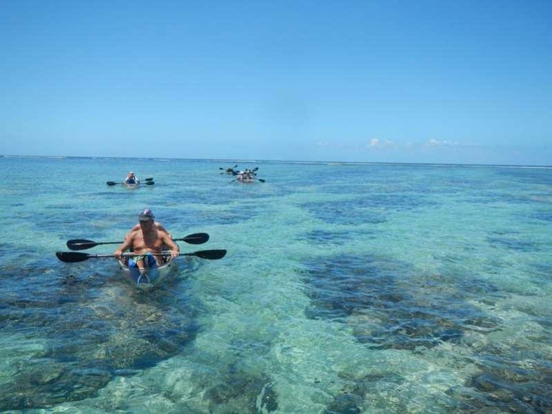 Kayak transparent dansle lagon de la saline-les-bains ile de La Réunion 974