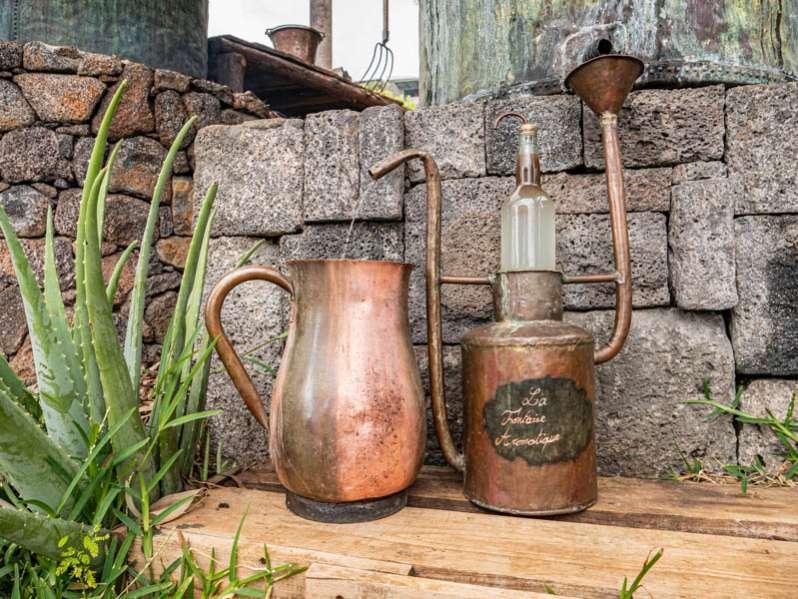 Fabrication artisanale d'huile essentielle avec la fontaine aromatique à l'ile de La Réunion 974