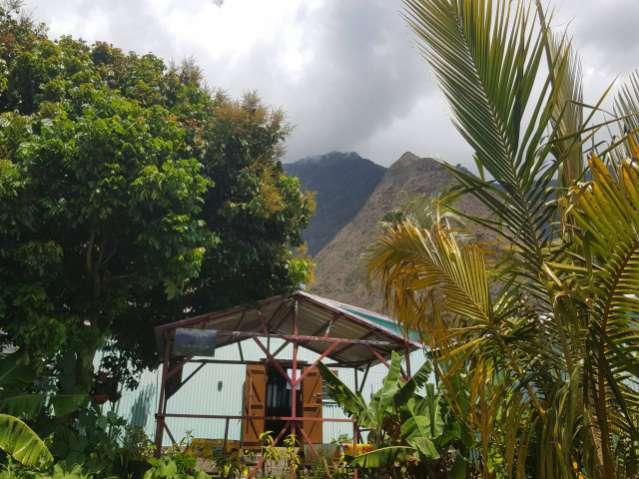 Les gites à l'ilet des Orangers dans le cirque de Mafate à l'Ile de La Réunion 974