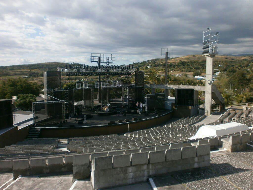 Le théâtre en plein air 974