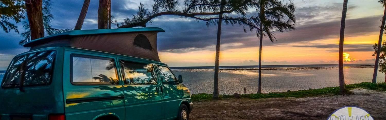 camping car van sur la plage de La Réunion