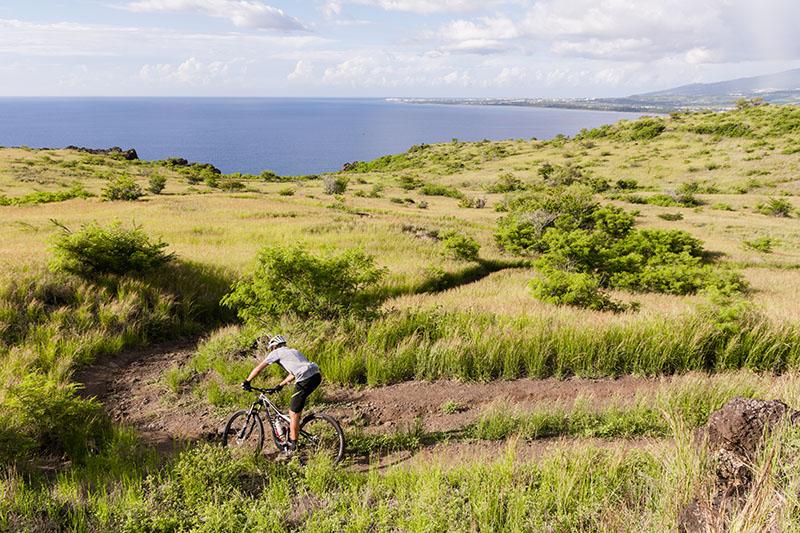 Descente VTT dans la savane du cap Lahoussaye à l'Ile de La Réunion 974