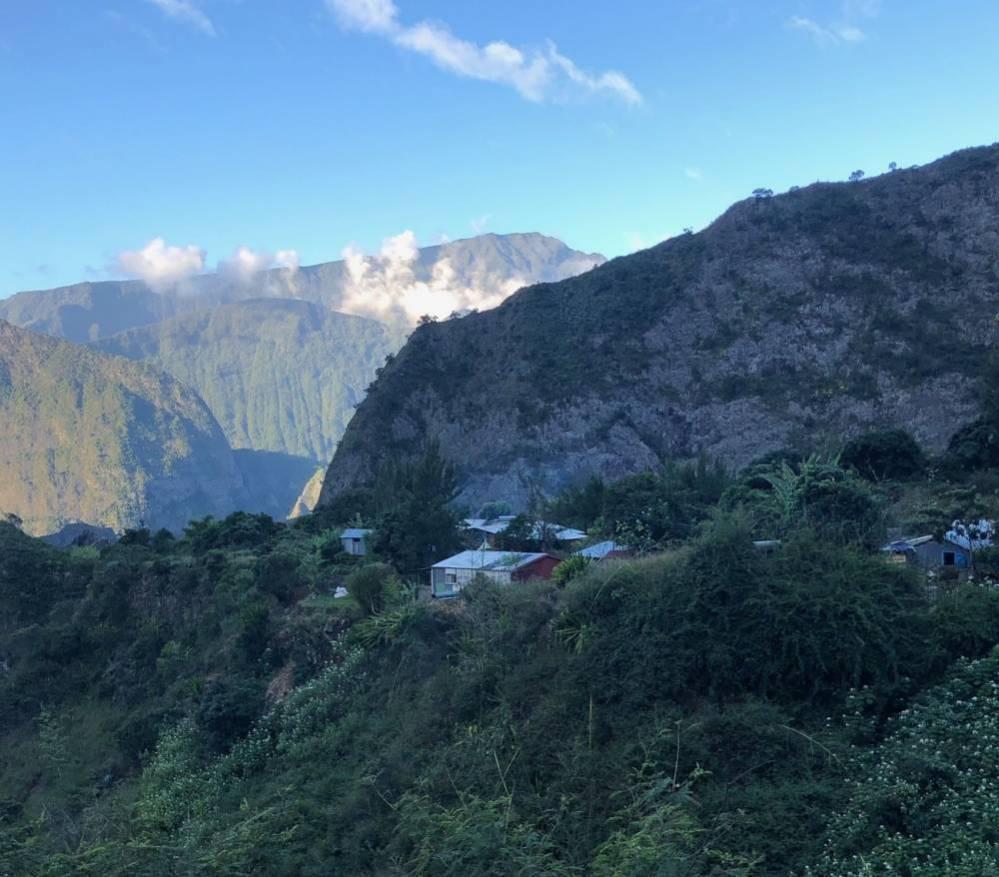Les Ilets du cirque de Mafate à La Réunion 974
