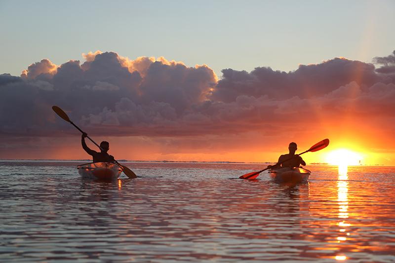 Balade en Kayak sur le lagon de l'Ile de La Réunion au coucher du soleil