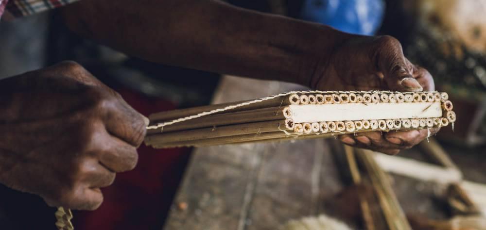 Le Kayamb, accessoire de musique traditionnel réunionnais