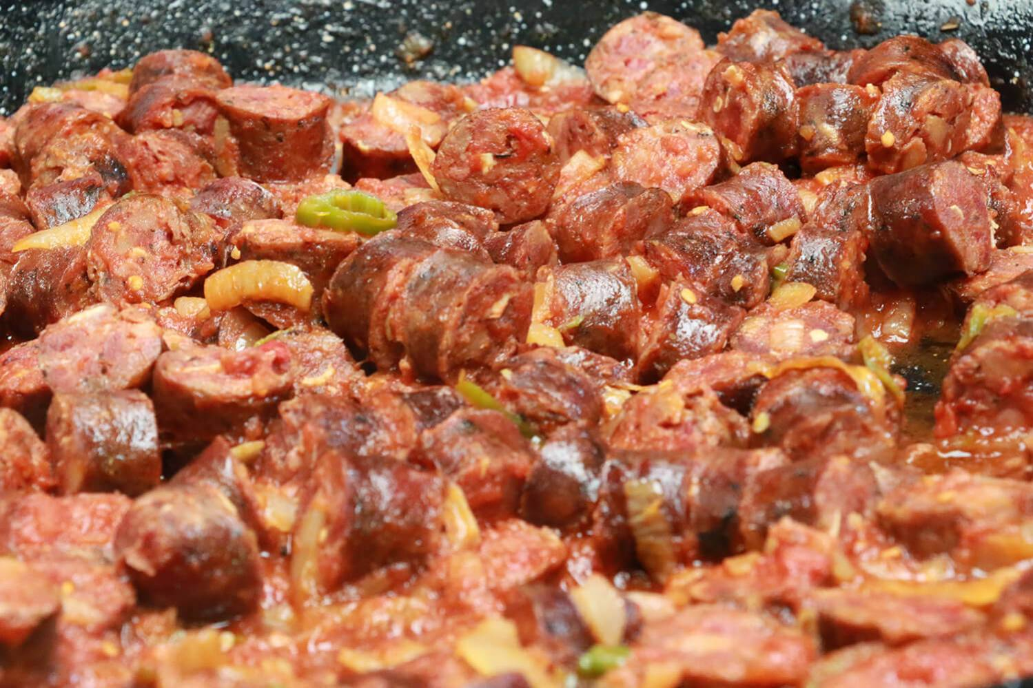 Rougail saucisse plat traditionnel de l'Ile de La Réunion 974