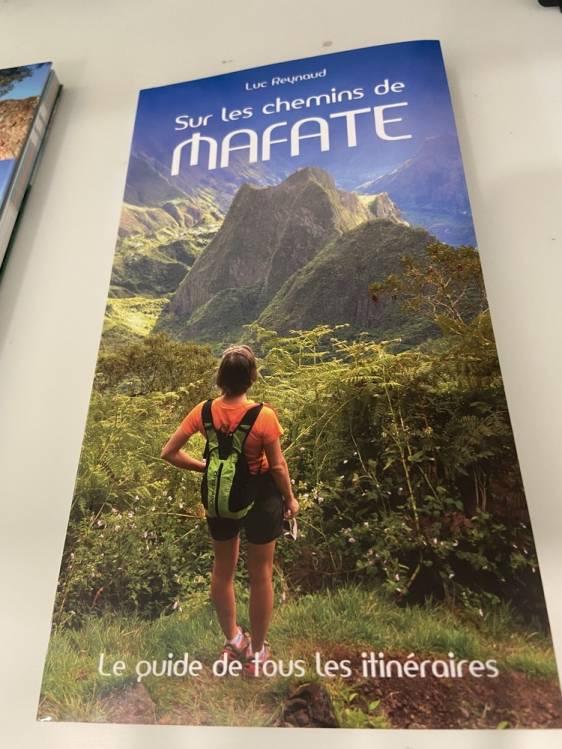 page de couverture du Guide sur les chemins de Mafate