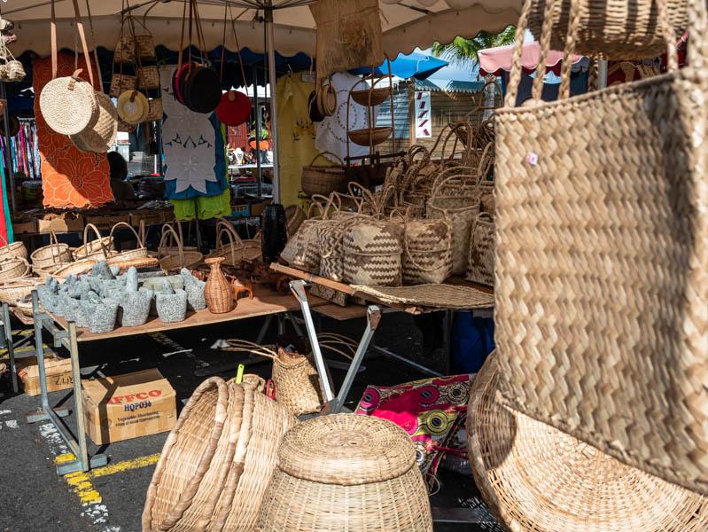 marché forain couvert dans le centre ville de Saint-Paul ile de La Réunion 974