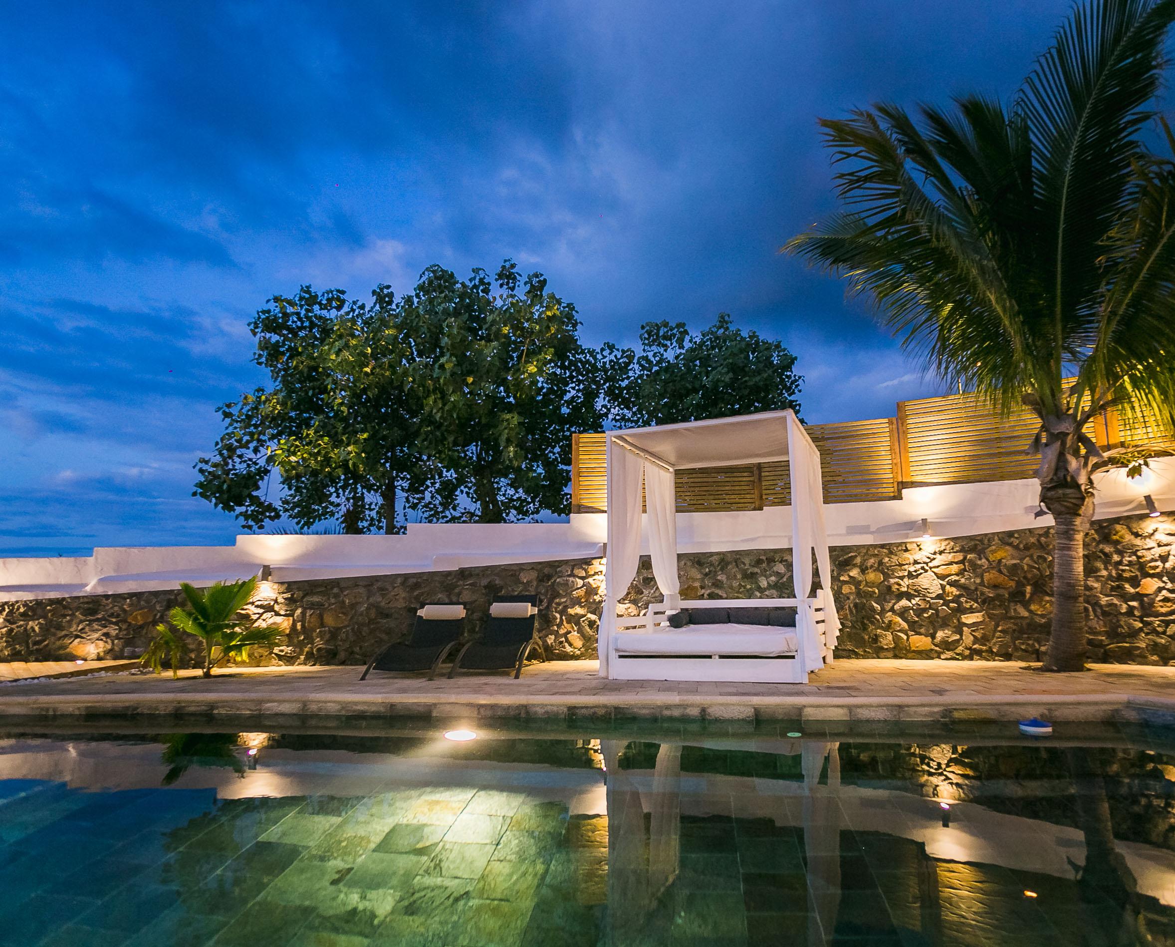 Location villa le badamier blanc piscine saint-gilles
