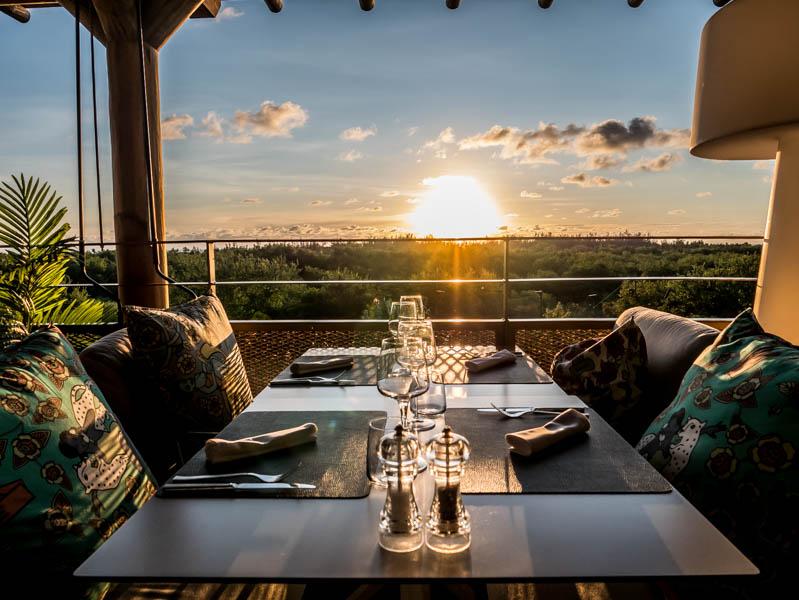 Coucher de soleil depuis le restaurant de l'h�tel le Dina Morgabine � La R�union