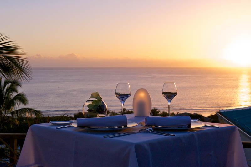 restaurant de l'h�tel le Blue Margouillat avec vue sur la baie de Saint-Leu