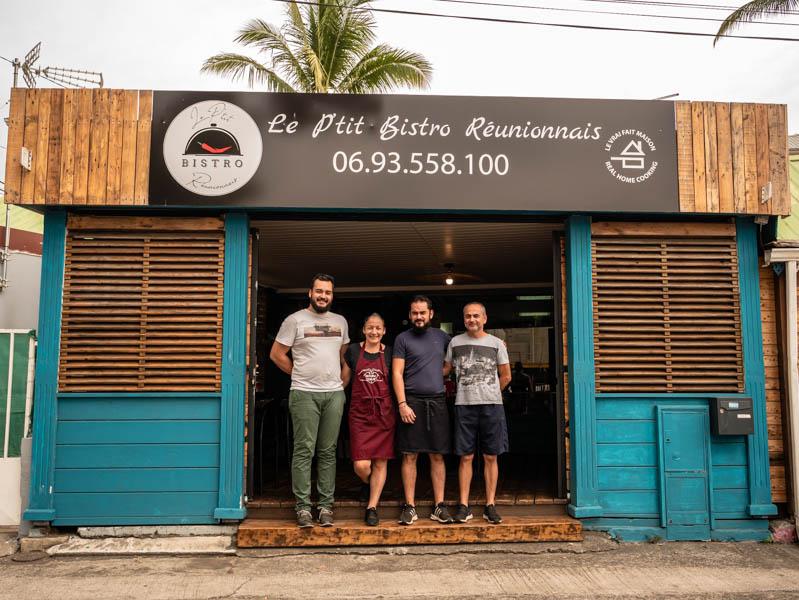 l'équipe du petit bistro réunionnais à saint-pzul ile de La Réunion